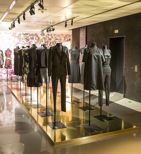 Robes_et_ensembles noirs_Galeries_Lafayette-noel-2014