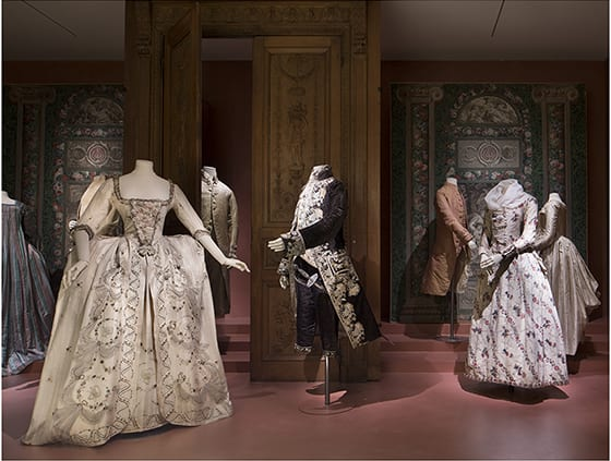 Les_Arts_Decoratifs_Paris_exposition_Fashion_Forward_3_siecles_de_mode_(1715-2016)_2016_©_Luc_Boegly_Costumes