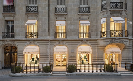 Boutique_Salvatore_Ferragamo_Avenue_Montaigne_Paris