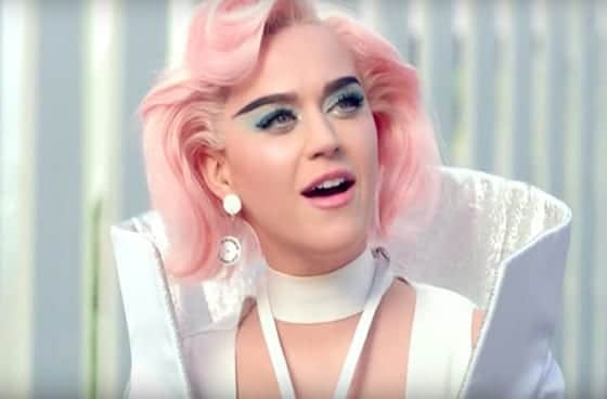 Katy_Perry_en_on_aura_tout_vu_in_her_chained-to-the-rhythm_music_video