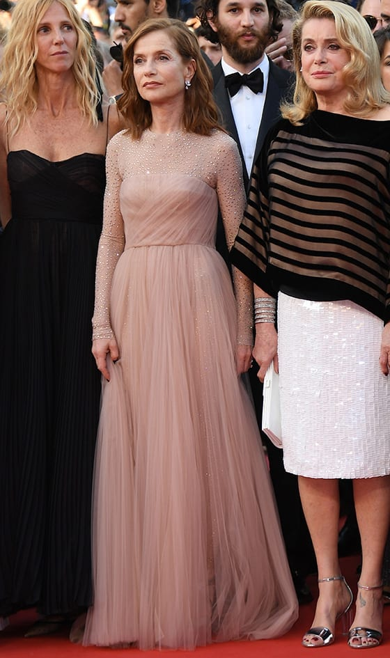 Cannes_2017_Sandrine_Kiberlain_Isabelle_Huppert_Catherine_Deneuve_Photo_by_Venturelli_WireImage