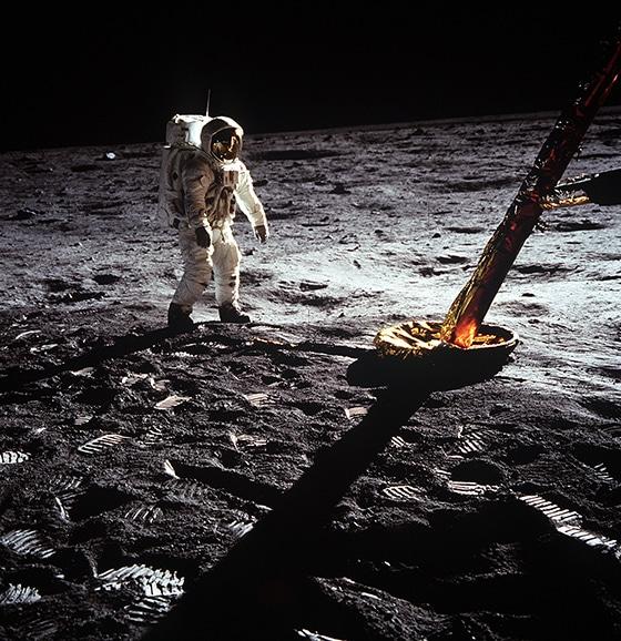 Apollo_11_mission_21_July_1969_Astronaut_walking_Courtesy_OMGA