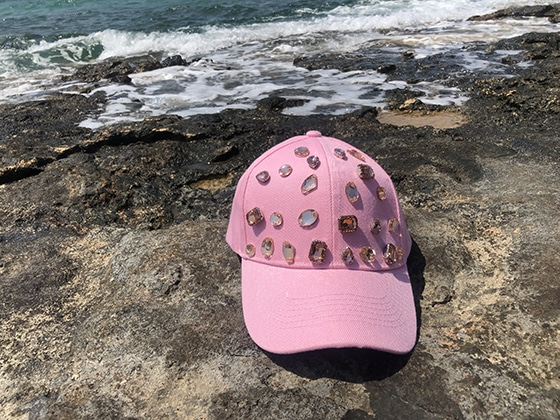 cap_pink_on_aura_tout_vu_pop_up_shop_Naoussa_paros