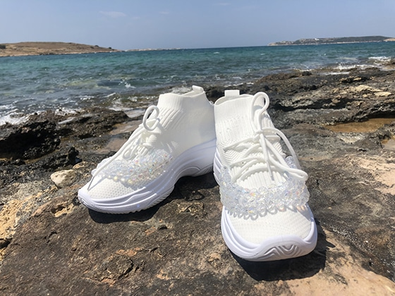 snickers_white1_on_aura_tout_vu_pop_up_shop_Naoussa_paros