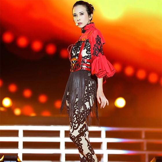 The-Ultimate-Karen-Mok-Show_On-Aura-Tout-Vu-Paris_outfit