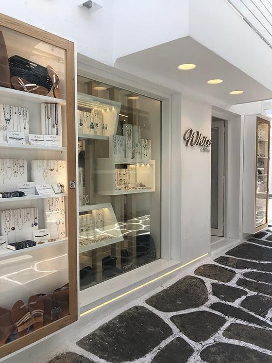 White-in_Paros_boutique-Bijoux_Naoussa