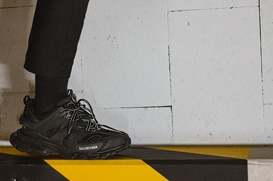 Sneakers_Balenciaga_tonny-tran-VKVDdLGoilc-unsplash