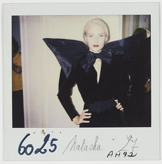 Yves_Saint_Laurent_1936-2008_Robe_portee_par_Natacha_Collection_haute_couture_automne-hiver_1992_Polaroid_du_personnel_de_la_maison_©_Yves_Saint_Laurent_©_Droits_reserves