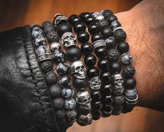 quels-accessoires-pour-un-look-resolument-rock_Santa-Muerte-Paris