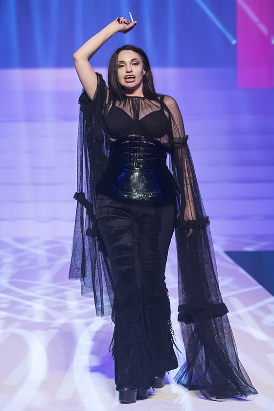 Jean_Paul_Gaultier_haute_couture_2020_Beatrice-Dalle_©_Y_Vlamos