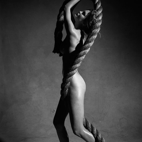 Victor-Demarchelier_Nude_with_Rope_Ne_ York_2009
