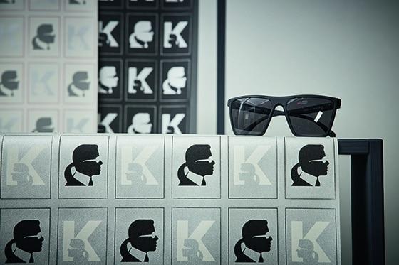 Karl_Lagerfeld_papier_Peint_K_KAMEO