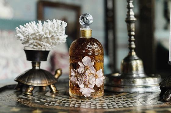 Begum_Khan_x_Guerlain_The_Bee_Bottle